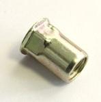 Заклепка-гайка шестигранная с цилиндрическим бортиком